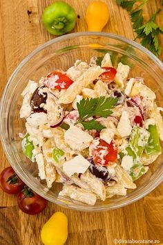 SALATA GRECEASCA DE PASTE CU IAURT | Diva in bucatarie Healthy Eating Recipes, Healthy Breakfast Recipes, Baby Food Recipes, Cooking Recipes, Mac And Cheese Bites, Food Platters, Food Staples, Greek Recipes, Brie