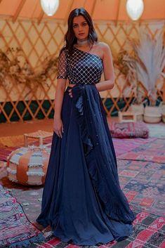 Party Wear Indian Dresses, Designer Party Wear Dresses, Indian Gowns Dresses, Indian Bridal Outfits, Dress Indian Style, Indian Fashion Dresses, Indian Designer Outfits, Indian Wear, Designer Gowns