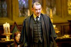 Roger Lloyd-PackfueBarty Crouch, Sr. en Harry Potter y un actor inglés muy respetado. Falleció el 15 de enero de 2014 a los 69 tras sufrir cáncer de páncreas.