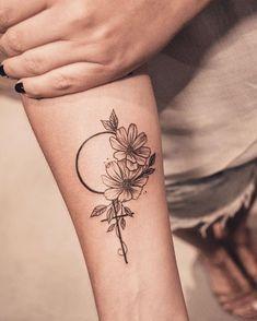 Feminist Tattoos: 117 GIRL POWER photos to empower and inspire – Feminist Tatto… – girl power tattoo Mini Tattoos, Flower Tattoos, Body Art Tattoos, Small Tattoos, Tatoos, Tattoo Girls, Sister Tattoos, Hawaiianisches Tattoo, Piercing Tattoo