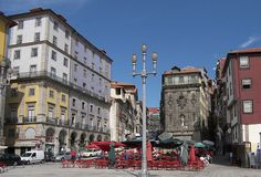 Portos malerische Altszadt - hier die Praca da Ribeira - steht als Weltkulturerbe unter dem Schutz der Unesco. Portugal