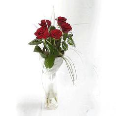 Артикул: 035-178 Состав букета: 5 роз красного цвета, декоративная зелень, оформление  Размер: Высота букета 60 см Роза: Выращенная в Украине http://rose.org.ua/bukety-iz-roz/1294-zhar-ptitsa.html #букеты #букетроз #доставкацветов #RoseLife #flowers #SendFlowers #купитьрозы #заказатьрозы   #розыпоштучно #доставкацветовкиев #доставкацветовукраина #срочнаядоставка #заказатьрозыкиев