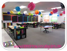 Teaching in Flip Flops: Classroom Tour 2012 - 2013- super cute bright classroom
