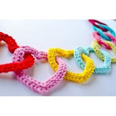 Garland of Colorful Hearts Crochet Pattern - Carolina Guzman (etsy)