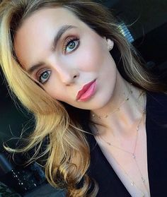 """Jodie Comer Fans on Instagram: """"Merry Christmas Eve everyone! Hope you all have a wonderful Christmas and spend it with people you love❤️ If you're not celebrating, then I…"""" High Fashion Makeup, Fashion Beauty, Blond, The White Princess, Villa, Sandra Oh, Jodie Comer, Night Aesthetic, Female Fighter"""
