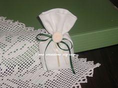 lino bianco con rosellina