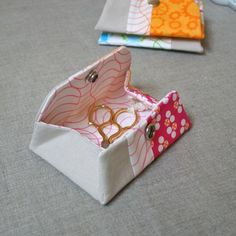sweet pouch easy to follow tutorial - just made one, very cute:)