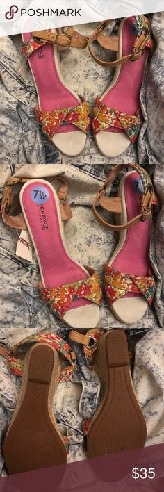 Very Cute Sperry Wedges Bnwt only tried on Sperry Floral Wedges... perfect for summers or sunny winters🐞 Sperry Top-Sider Shoes Espadrilles