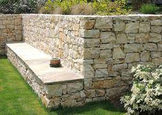 Bruchsteinmauer freistehend