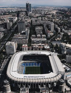 Real Madrid C. Real Madrid And Barcelona, Real Madrid Team, Real Madrid Football Club, Fc Barcelona, Ef Tours, Real Madrid Wallpapers, Santiago Bernabeu, Football Pictures, Football Stadiums