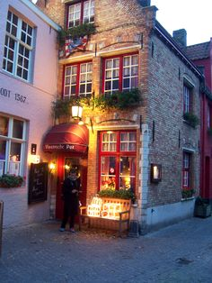 De Vlaamsche Pot. Came across this restaurant in Bruges it was a great place and perfect for the winter night. Flemish beef stew and a fire place! Amazing... no words can really describe it... Opens only Thursdays to Sunday apparently
