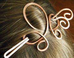 Diapositiva de pelo de trébol  Clip puede ser ligeramente doblado para cabello más grueso (o sostener más floja) o alisado para el cabello más delgado o apriete más espera. Este clip tiene la capacidad para dar un agarre cómodo manteniendo el pelo en su sitio durante muchas horas.  Foto 1 - cobre antiguo Foto 2 - cobre brillante Foto 3 - antiguo Coppper Foto 4 - alpaca   TAMAÑO de CLIP: aproximadamente 3 pulgadas de largo y 3 pulgadas de ancho. Palo es largo aprox. 5inches. Ver toda la…
