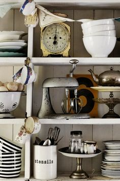 need to add some great vintage appliances to my dish display!