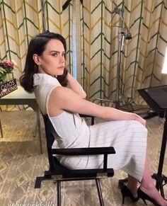Daisy Ridley Star Wars Light, Knights Of Ren, Daisy Ridley, Reylo, Celebs, Celebrities, Beautiful Women, Hollywood, Actresses