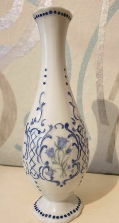 W Germany Bavaria Wien Weiden porcelain vase white blue Vintage Porcelain Vase, Bavaria, Vases, Germany, Ceramics, Vintage, Retro, Antiques, Wood