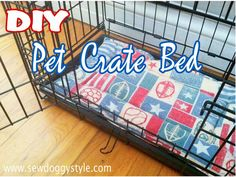 Pet Crate Bed made from a flannel pillow cover and a strip of quilt batting.DIY Pet Crate Bed made from a flannel pillow cover and a strip of quilt batting. Dog Crate Mats, Crate Bed, Puppy Crate, Diy Dog Crate, Diy Pet, Diy Dog Bed, Diy Tumblr, Diy Dog Kennel, Dog Pads