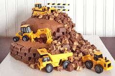 Huge digger cake for a brilliant birthday (plus more construction cake ideas) Digger Birthday Parties, Digger Party, Digger Birthday Cake, Kids Construction Cake, Construction Birthday Parties, Digger Cake, 3rd Birthday Cakes, Birthday Ideas, 4th Birthday