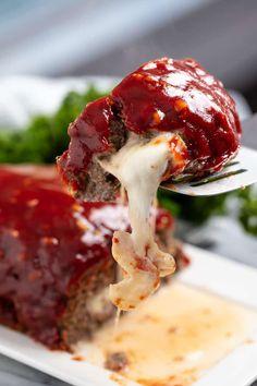 Mozzarella Stuffed Meatloaf Beef Dishes, Food Dishes, Main Dishes, Food Food, Side Dishes, Dinner Dishes, Dinner Menu, Cheese Stuffed Meatloaf, Meatloaf Mozzarella