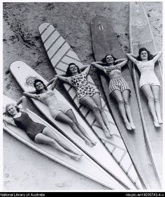 Leighton, Ray, 1917- Surf sirens, Manly beach, New South Wales, 1938-46