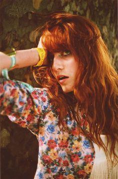 wavy hair inspiraton: singer Florence Welch