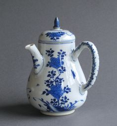A very good quality Chinese export chocolate pot and cover dating from the Kangxi period c1700-20. Both the pot and cover have been decorated with flowering plants and insects in cobalt blue of a good rich and intense colour.