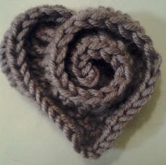 Here's a free pattern for these simple swirly crochet hearts from I Heart Handmade.