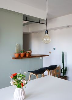Gray-green color for a soft and trendy interior - Trend Kitchen Decoration Bright Dining Rooms, Dining Room Paint, Dining Room Design, Living Room Interior, Kitchen Interior, Kitchen Decor, Kitchen Living, Home Wall Colour, Interior Decorating