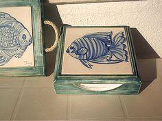 Caixa de guardanapos e base para tachos pintura em azulejos e madeiras