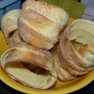 Tradiční trdelník (I just need to translate the recipe. Czech Recipes, Russian Recipes, Sweet Desserts, Dessert Recipes, Country Cooking, Bagel, French Toast, Cooking Recipes, Sweets