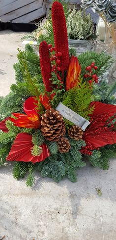Christmas Flower Decorations, Christmas Floral Arrangements, Christmas Wreaths, Holiday Decor, Vence, Fall Flowers, Topiary, Artificial Flowers, Arts And Crafts