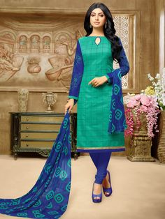 For me, the length of the dress is just right, around the knee, and it is meant to be worn with pants. Salwar Neck Designs, Dress Neck Designs, Blouse Designs, Punjabi Fashion, African Fashion, Modest Fashion Hijab, Fashion Outfits, Indian Dresses, Indian Outfits