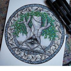 A Zelda inspired Triforce Deku tree mandala by the very talented artist @selandrian. Follow #graphmastermarker for amazing art.
