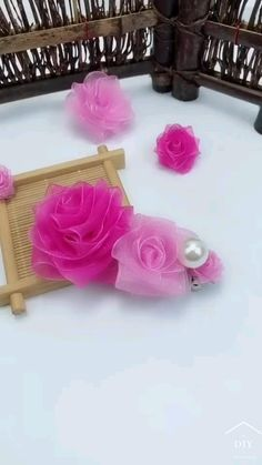 Paper Flowers Craft, Flower Crafts, Diy Flowers, Flower Art, Diy Crafts Hacks, Diy Crafts For Gifts, Diy Projects, Handmade Christmas Crafts, Diy Christmas Ornaments