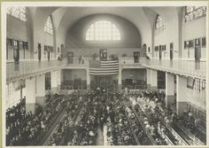 Immigrants seated on long benches in the Main Hall of the Ellis Island Immigration Station 1903 Ellis Island, Modern History, Local History, Family History, States In America, United States, Isla Ellis, Visit New York City, New York City