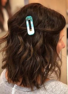We are going to show off here so many best styles of medium wavy hairstyles and haircuts to show off in year Create this versatile mid length haircuts for amazing hair looks on all the special occasions. Medium Hair Styles For Women, Hot Hair Styles, Medium Hair Cuts, Curly Hair Styles, Wavy Haircuts, Cool Hairstyles, Medium Hairstyles, Medium Tattoos, Cut And Style