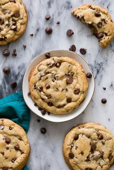 Giant Chocolate Chip Cookies Chocolate Chip Cookies Image, Make Chocolate Chip Cookies, Giant Chocolate, Chewy Sugar Cookies, Chocolate Cookie Recipes, Chocolate Chip Oatmeal, Easy Cookie Recipes, Cookies Et Biscuits, Dessert Recipes