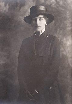 (WW-I Army Nurse - 1918), via Flickr.