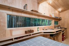 a-ribbon-window-runs-the-length-of-the-house-letting-in-breathtaking-views-of-nature