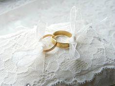 Coussin porte alliance romantique avec dentelle rétro #mariage #porte_alliance création fait main