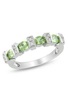 3/4 ct Peridot & 0.05 ct Diamond Ring In Silver -