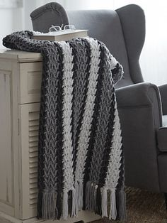 Check out this free crochet afghan pattern by Caron for the Peruvian Afghan. With its understated color scheme of white and blue, this crochet afghan pattern looks like it belongs at the beach. This gorgeous blanket has a fun fringe border. Crochet Afgans, Knit Or Crochet, Crochet Crafts, Crochet Baby, Crochet Projects, Free Crochet, Crochet Blankets, Ravelry Crochet, Double Crochet