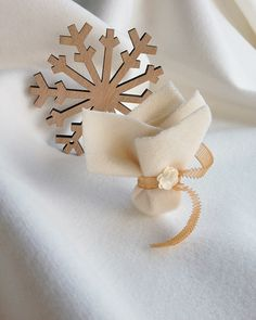 Winter wedding favor ideas see more here http://www.love4weddings.gr/winter-wedding-ideas/
