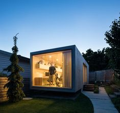 Backyard Architect Randy Bens Shipping container Office - Home Decorating Trends - Homedit Container Architecture, Container Buildings, Sustainable Architecture, House Architecture, Contemporary Architecture, Small Shipping Containers, Shipping Container Office, Container Home Designs, Backyard Office
