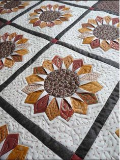 http://quiltsoflove.blogspot.ru/2012/10/did-three-quilts-recently-for-new-client.html