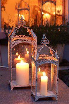 A Arte de Decorar com Velas ✨ 🌸 🌹 ᘡℓvᘠ❤ﻸ Candle Lanterns, Pillar Candles, Candle Sconces, Hurricane Lanterns, Outdoor Candles, Lantern Centerpieces, Wedding Lanterns, Wedding Lighting, Beeswax Candles