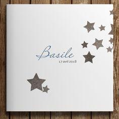 Faire-part de naissance fillesur le thème des étoiles. Album Design, Card Sketches, Family Kids, Baby Cards, Place Card Holders, Invitations, Babyshower, Business, Diy