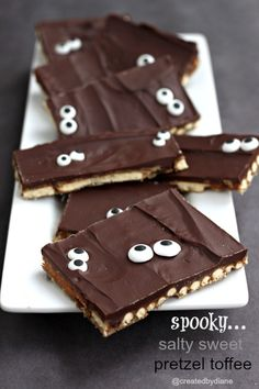 Salty Sweet Pretzel Toffee delicious at Xmas- add eyes and tada- Halloween. Fete Halloween, Halloween Desserts, Halloween Food For Party, Halloween Treats, Candy Recipes, Sweet Recipes, Holiday Treats, Holiday Recipes, Party Treats
