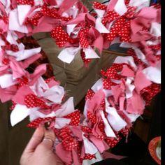 Valentine's day DIY fabric wreath!