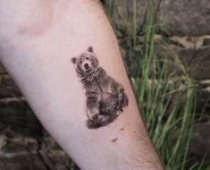 Birth Flowers & Over 50 Best Birthday Flower Tattoo Ideas - Tattoo Stylist Daisy Tattoo Designs, Crow Tattoo Design, Tattoo Designs And Meanings, Family Tattoos, Mom Tattoos, Cute Tattoos, Tatoos, Tattoo Dragon And Phoenix, Black Bear Tattoo