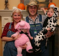 Great family farm costume for Halloween